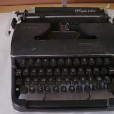 Masina de scris OLIMPIA SM2 (necesita curatare-reconditionare)