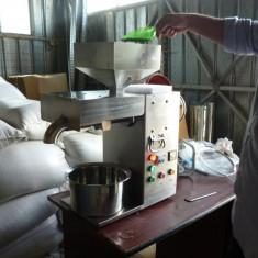 Presa de ulei la rece cu un cap lucru