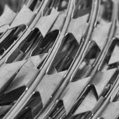 Sârmă ghimpată cu lame tip NATO 100 m - Telecomanda aparatura audio