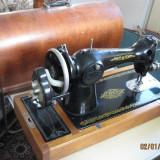Masina de cusut actionata manual