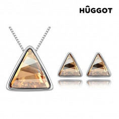 Set Placat cu Rodiu: Pandantiv şi Cercei Triangle Hûggot Creaţi cu Cristale Swarovski® (45 cm) - Set bijuterii handmade si fashion