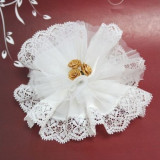 Alb Crystal & Laced Edge Ready Made in gratiile cu 3 de aur Ribbon Roses - Inel Swarovski