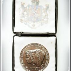 MEDALIE - AMICII REGELUI MIHAI - JUBILEUL DE AUR AL CĂSĂTORIEI - BRONZ NICHELAT! - Medalii Romania, An: 1998