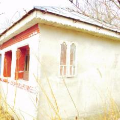 Casa la tara, 4 camere, veranda inchisa, prispa, curte, gradina
