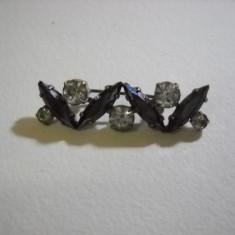 Brosa cu cristale
