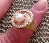 Inel -marimea 8, 18 mm  -placat cu aur 18K si Swarovski si perla STANTAT