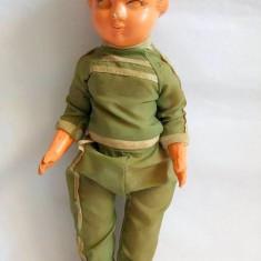 Papusa / papusica Aradeanca anii 70-80, plastic, 25cm, hainele originale