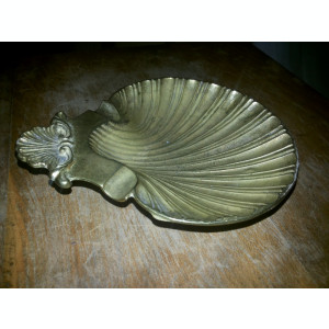 Scrumiera veche,englezeasca,din bronz,in forma de scoica