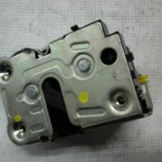 Broasca usa stanga fata Renault Master2 An 1998-2003 cod 8200147151 - Incuietoare interior - exterior