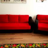 Vand set format din canapea 3 locuri + 2 fotolii + taburet