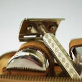Trusa vintage de voiaj pentru barbierit sau toaletare, aparat de ras inclus
