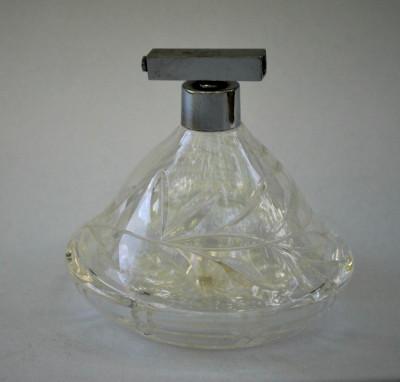 Decor vintage, sticluta veche din cristal pentru parfum , fara pompita foto