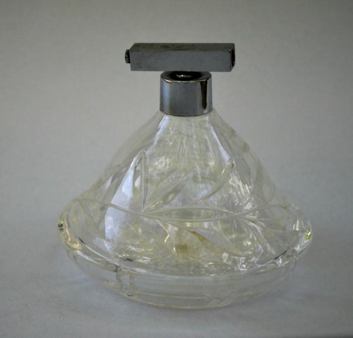 Decor vintage, sticluta veche din cristal pentru parfum , fara pompita