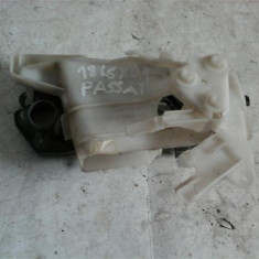 Suport maner exterior stanga fata Vw Passat B6 An 2005-2010 - Incuietoare interior - exterior