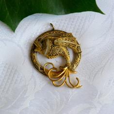 VECHI SI FRUMOS PANDANTIV DIN METAL TOLEDO, MODEL CU PESTE - Pandantiv placate cu aur