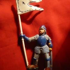 Soldat medieval  cu steag, h= 7,5 cm si 13 cm cu steag , plastic , Anglia