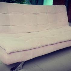 Canapea extensibilă.