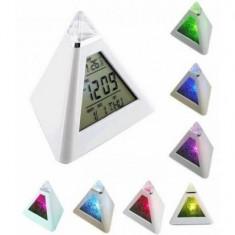 Ceas piramida color functii alarma, calendar, termometru
