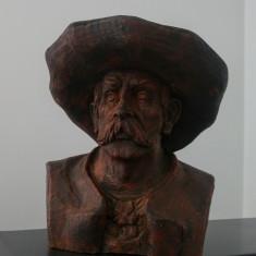 Bust batran cu palarie// sculptura in lemn