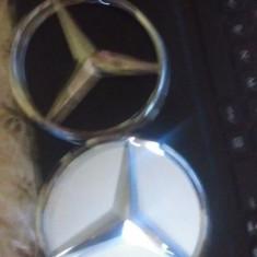 Lot 2 embleme Mercedes