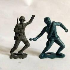 lot 2 figurine soldati plastic gri, diorama, USA, MPG, anii 60, scara 1:32