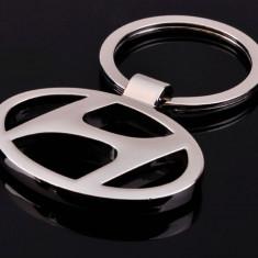 Breloc auto metalic argintiu pentru Hyundai + cutie simpla cadou