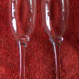 Două pahare şampanie, noi