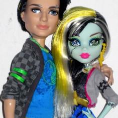 Papusa Monster High Cuplu baiat JACKSON JEKYLL cu partenera Frenkie Stein Mattel