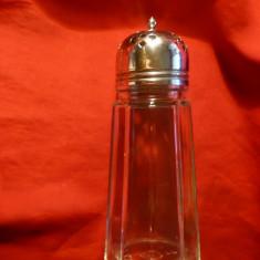 Vas de sticla pt. sare, capac metalic, h= 14, 5 cm