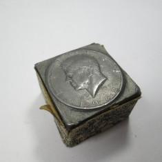 J 1/2 half dollar 1964 din plumb dolar 3, 3 x 3, 3 cm Obiect foarte interesant!