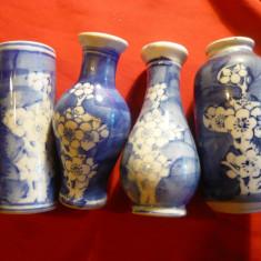 Set 4 vaze pt o floare portelan pictat alb-albastru h=10 cm