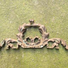 Ornament vechi din bronz, partea de sus a unui dulap antic