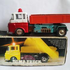 Camion de tabla ME 679 Dump Truck China, anii 70, cutia originala, functional - Jucarie de colectie