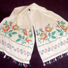 Stergar de panza cu motiv floral cusut manual, vechime 60 ani, lungime 183 cm