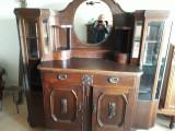 vitrina din lemn masiv sculptata din perioada interbelica