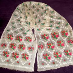Marama de borangic cu motiv floral cusut manual, vechime 150 ani, lungime 280 cm, Batic