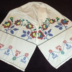 Stergar de panza cu motiv floral cusut manual, vechime 60 ani, lungime 200 cm