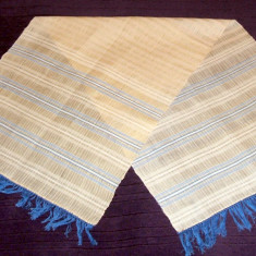 Stergar de borangic cu motiv tesut, vechime 60 ani, lungime 125 cm