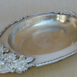 Platou din alama argintata, cu ornament din alpaca turnat