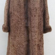 Haina mantou din blana naturala de astrahan cu guler, rever si mansete de nurca - haina de blana