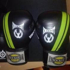Manusi si Tibiere Knockout Pro Sparring 10 oz -din piele- - Manusi box