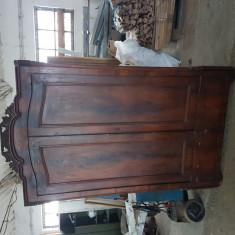 Vand mobila veche 150 ani