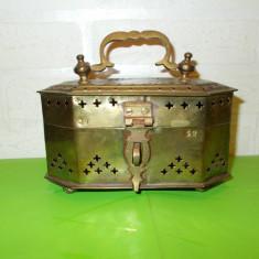 Veche CUTIE de ALAMA traforata pentru AROME, patina frumoasa, LUCRATA MANUAL - Arta din Metal