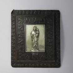 F Icoana veche de metal argintat aplicata pe suport de piele, mica - Icoana din metal