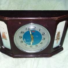 Ceas masa,din lemn vechi,picturi maritime,secundar avion,T. GRATUIT