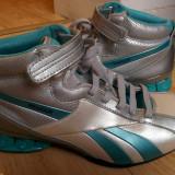 Adidasi din piele firma Reebok marimea 38, sunt noi!