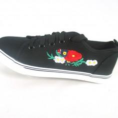Tenesi dama negri cu floricele marime 37, 38, 39 +CADOU - Tenisi dama, Culoare: Negru