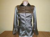 Camasa dama Zara basic, mar XS, in stare foarte buna!