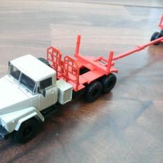 Macheta camion KrAZ 260L  Transport lemne- noua, scara 1/43