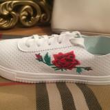 Adidasi dama albi cu floricele marime 37, 38, 39+CADOU